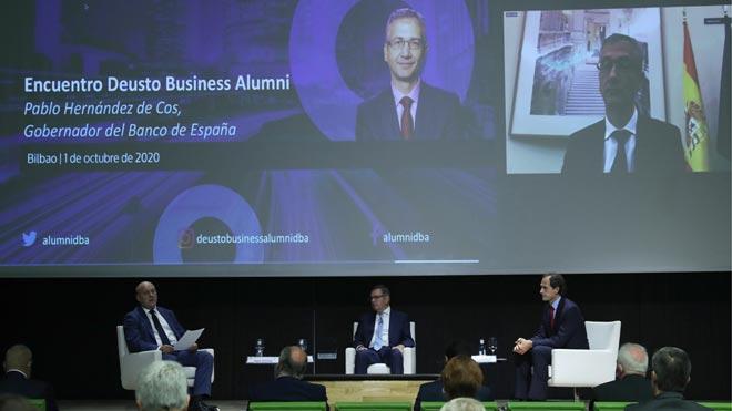 El gobernador del Banco de España asegura que hay margen para más fusiones bancarias. Así lo ha asegurado Pablo Hernández de Cos en el encuentroorganizado por Deusto Business Alumni en Bilbao (foto), en le que ha intervenido telemáticamente.