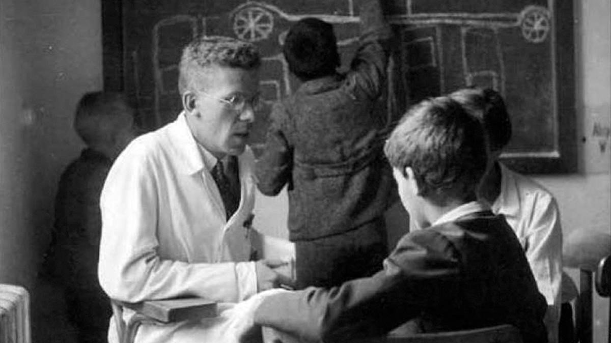 Hans Asperger, ejerciendo como pediatra.