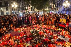 Homenaje en las Ramblas a las víctimas del atentado.