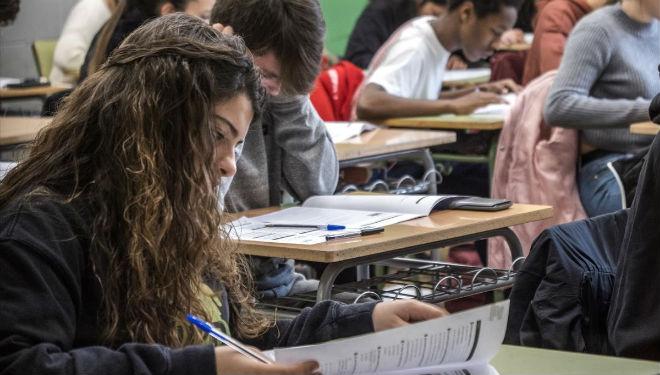Estudiantes de cuarto de ESO en las pruebas de competencias básicas del pasado febrero, en el instituto La Llauna de Badalona.