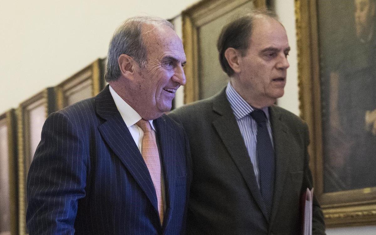 Pujol, derecha, con el anterior presidente de Foment, Joaquim Gay de Montellà.