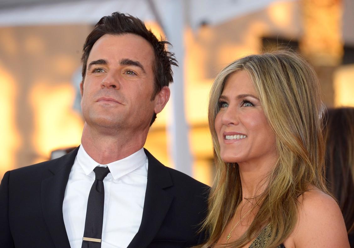 Jennifer Aniston y Justin Therouxa su llegada a los Premios Screen Actors Guild Awards en Los Ángeles.