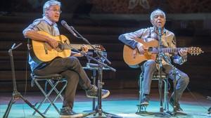 Caetano Veloso y Gilberto Gil, en el concierto que ofrecieron el lunes en el Palau de la Música, dentro del Guitar BCN.
