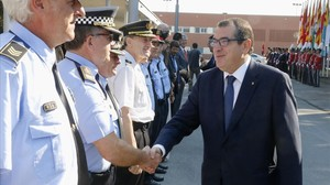 El 'conseller' de Interior, Jordi Jané, en la Escola de Policia de Mollet del Vallès (Barcelona).