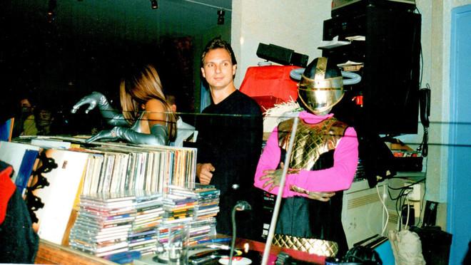 Un joven Javier Cárdenas, en la discoteca Paladium de la Zona Hermética, en 1999.