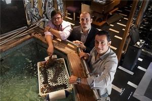 Juan Carlos, Pedro y Borja Iglesias, en el vivero del Rías de Galicia. Foto: Joan Puig