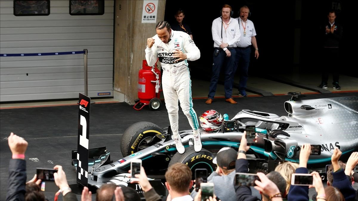 Lewis Hamilton (Mercedes) celebra su victoria en el GP de China de Fórmula 1