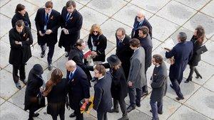 Familiares de Franco son recibidos por el prior de la basílica del Valle de los Caídos, el jueves.