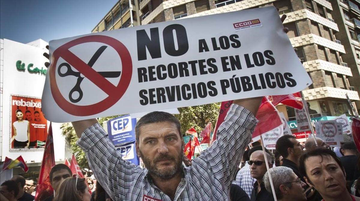 Manifestación de funcionarios contra los recortes del Gobierno de Rajoy.