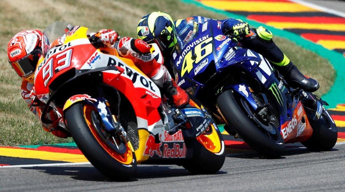 Marc Márquez y Valentino Rossi se enfrentarán virtualmente, el domingo, en el primero GP de MotoGP de Play.