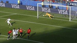 Espanya cau per un penal polèmic (1-2)