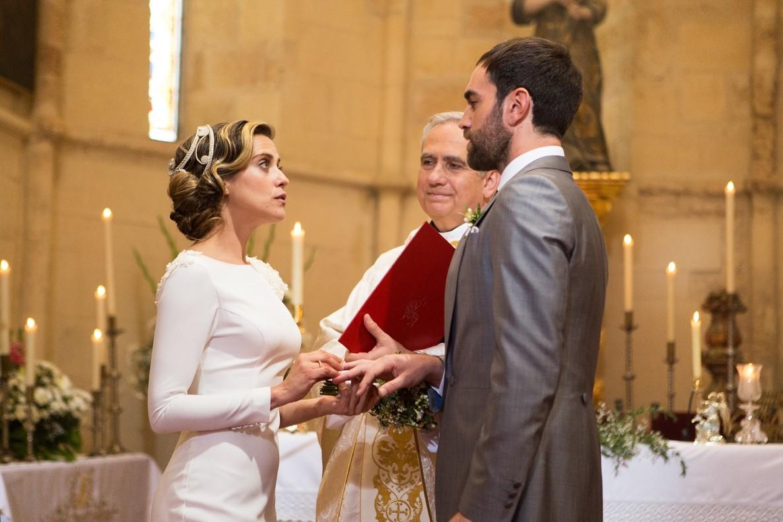 María León y Jon Plazaola, en 'Allí abajo'.