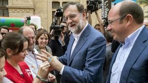 Mariano Rajoy con Pedro Anronio Sánchez, en un acto en Murcia.