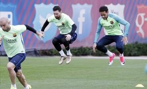 Mascherano, Messi y Neymar, en el entrenamiento de este viernes en la ciudad deportiva del Barça.
