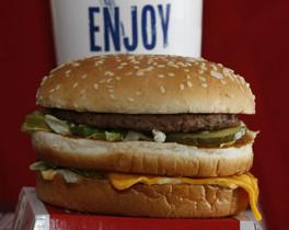 Una hamburguesa de McDonalds.