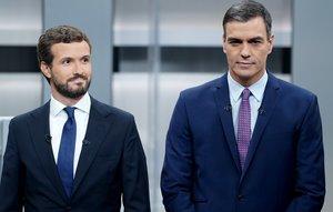 Pablo Casado y Pedro Sánchez, en el debate electoral, el pasado 4 de noviembre.