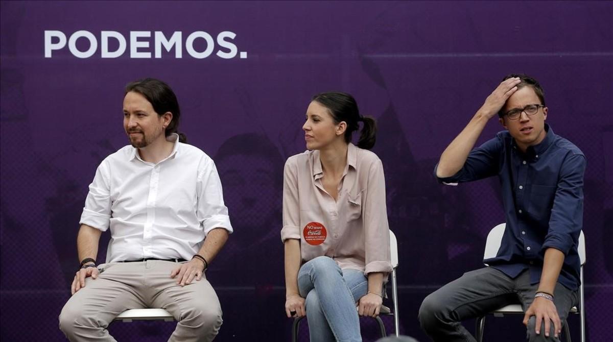 Pablo Iglesias, Irene Montero e Íñigo Errejón en el mítin Madrid se levante, en la plaza del Museo Reina Sofía.