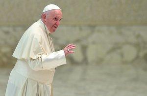 El papa Francisco llega a su audiencia general de los miércoles en el Aula Pablo VI en el Vaticano, el 28 de noviembre de 2018.