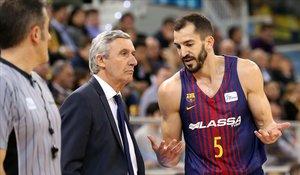 Pau Ribas conversa con Pesic en un reciente encuentro del Barça