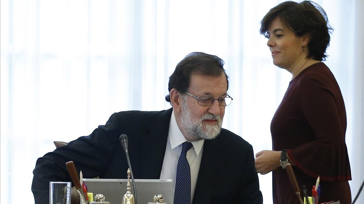 Rajoy y Sáenz de Santamaría, al inicio del Consejo de Ministros de este sábado.