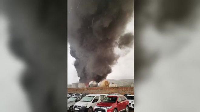 Un rayo provoca un incendio en un depósito de Repsol en Puertollano.