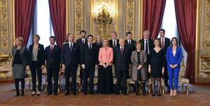 Renzi y su Gobierno posan junto a Napolitano tras jurar sus cargos.