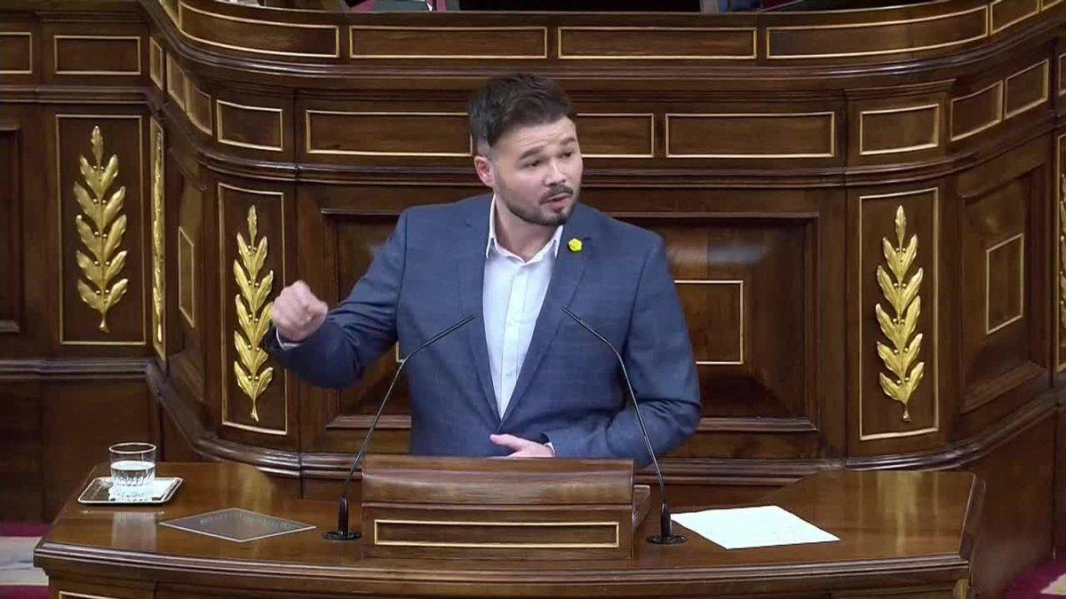 El portavoz de ERC en el Congreso, Gabriel Rufián, ha preguntado este miércoles a Pedro Sánchez ¿de qué va esta legislatura? porque solo puede ir de dos cosas: Con Ciudadanos va de una cosa, y con ERC va de otra.