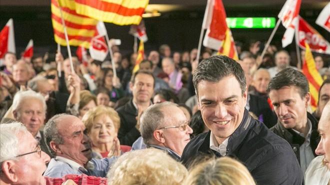El PSOE cruza los dedos y se encomienda a los indecisos