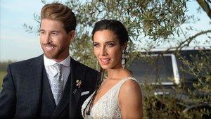 Sergio Ramos y Pilar Rubio, en el posado en la finca en la que celebraron el convite de su boda.