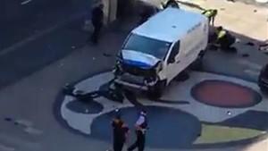La furgoneta del atropello masivo en la Rambla de Barcelona.