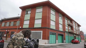 Edificio en el que un hombre ha matado hoy a su mujer en Langreo (Asturias).