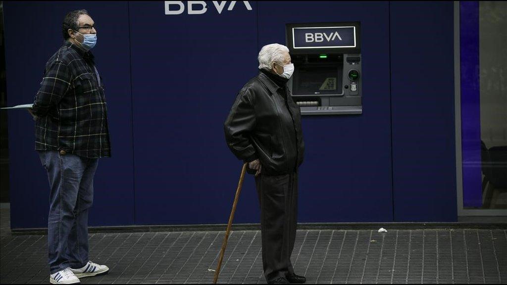 Brussel·les insta els banquers a retallar les bonificacions