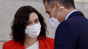 Isabel DíazAyuso recibe a Pedro Sánchezen la sede de la Comunidad de Madrid.