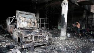 Interior de la casa donde han fallecidosiete miembros de una mismafamilia tras ser atacada la vivienda por unos desconocidos con cócteles molotov.