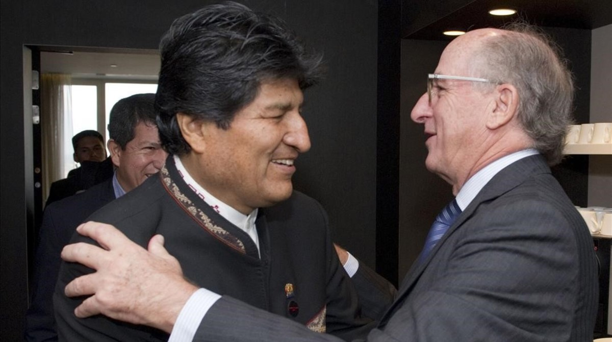 El presidente de Bolivia, Evo Morales, y el de Repsol, Antoni Brufau.