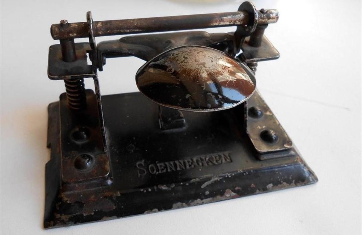 Antigua perforadora Soennecken