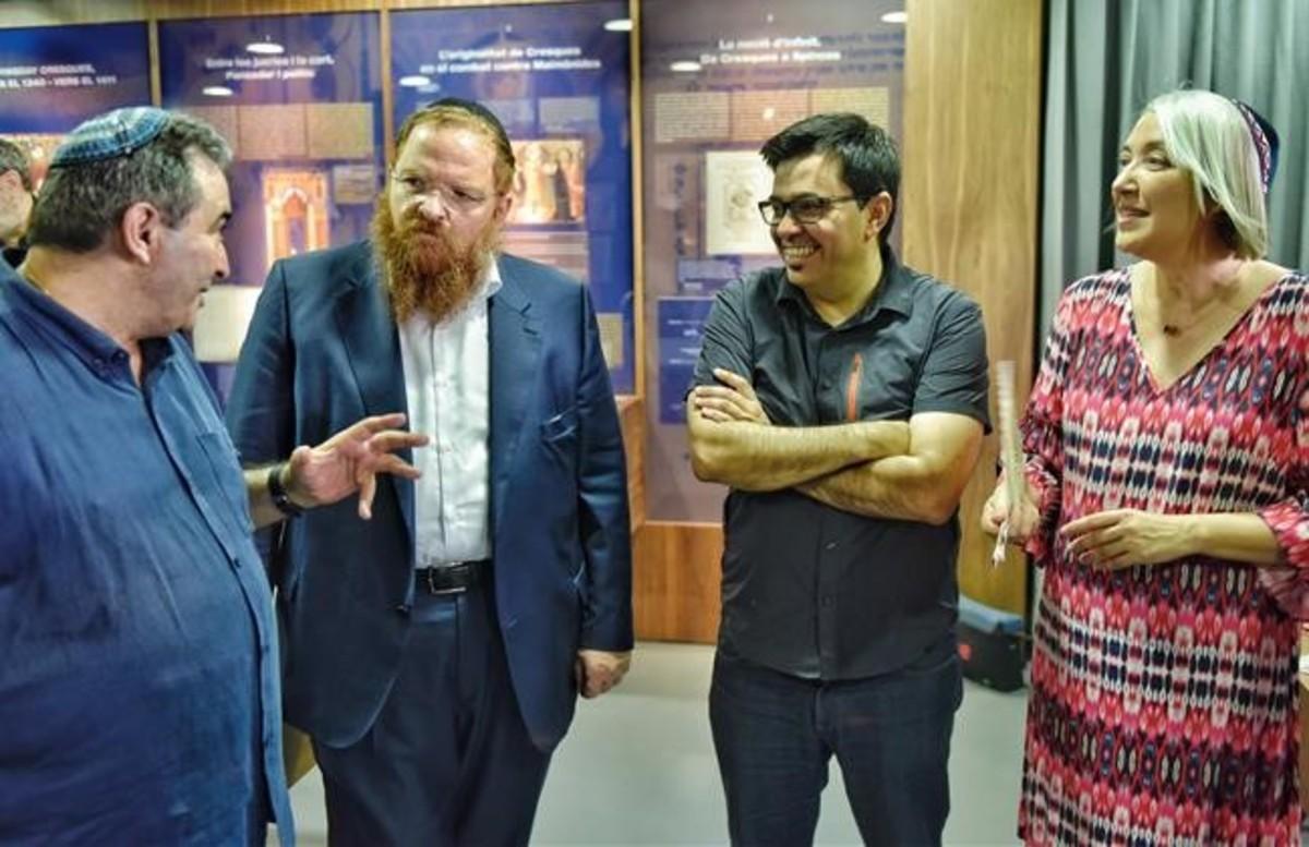 Gerardo Pisarello reunido con miembros de la comunidad judía, este martes