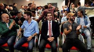 Directivos y jugadores de la Cultural Leonesa, tras conocer que su rival en la Copa será el Barça.