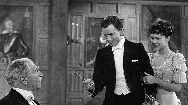 Harry Faversham entrega la cuarta pluma nada menos que a su temible suegro, en Las cuatro plumas.