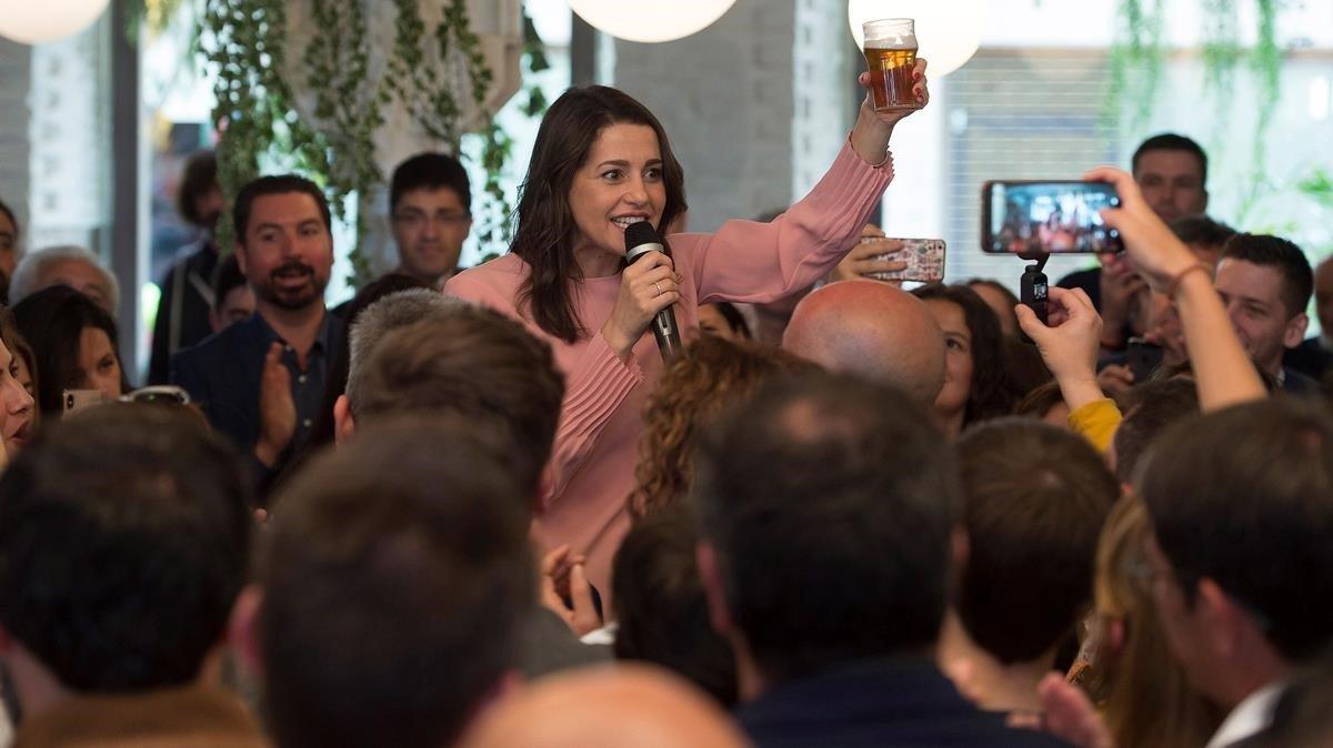 La portavoz de Ciudadanos, durante el encuentro Vamos de cañas con Arrimadas, celebrado en Santander.