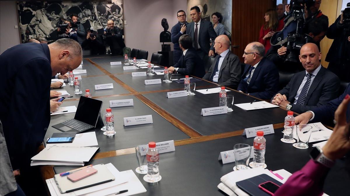Cumbre en el CSD entre los equipos de Javier Tebas (LaLiga) y Luis Rubiales (RFEF), el 12 de abril del 2019.
