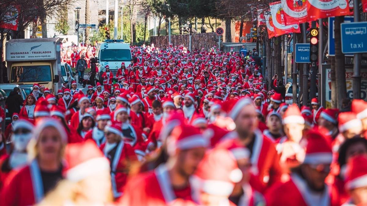 La nueva carrera navideña, a su paso por el centro de la ciudad.