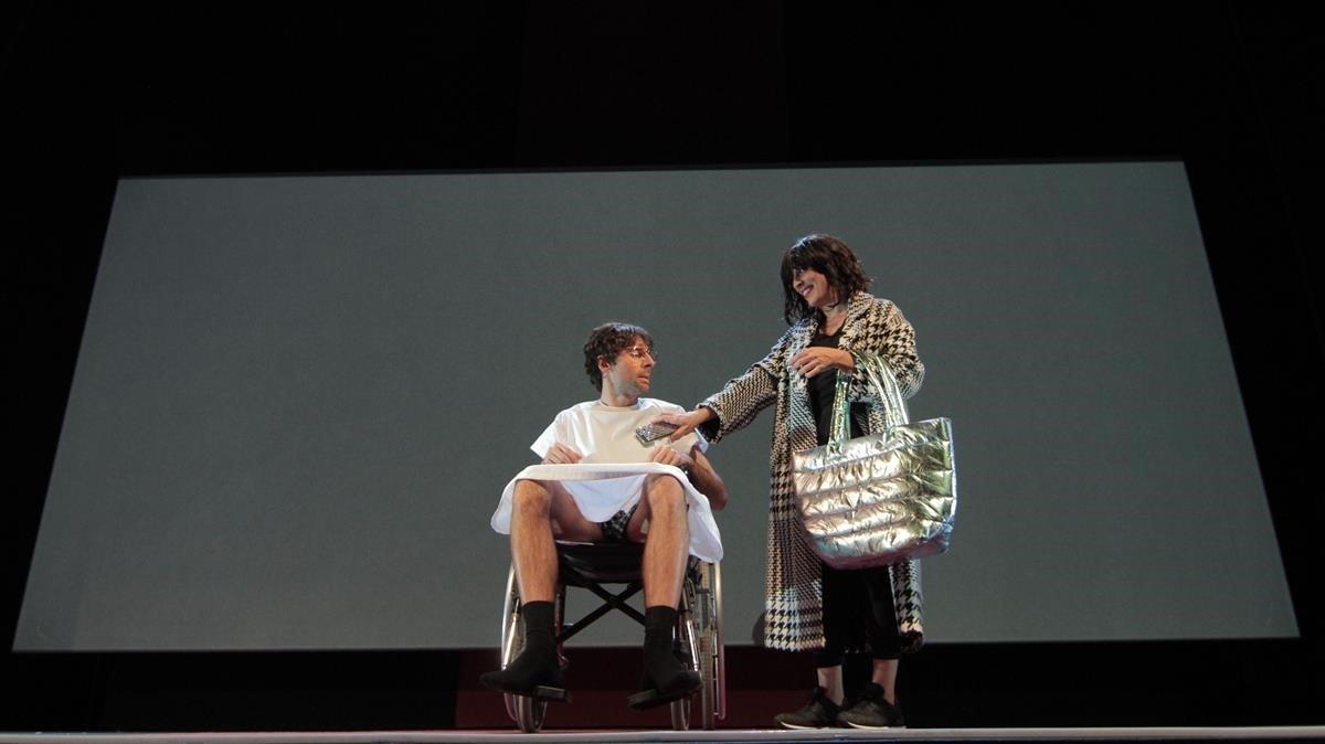 Un momento de 'Cobertura', con Bruno Oro y Clara Segura.