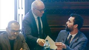 El presidente del Parlament, Roger Torrent, y el vicepresidente de la Mesa, Josep Costa.