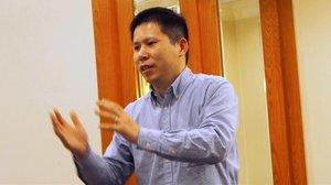 Detingut un influent activista xinès durant un registre pel coronavirus