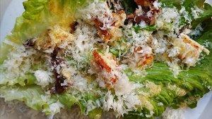 Ensalada César: foto hecha en la cocina de casa.