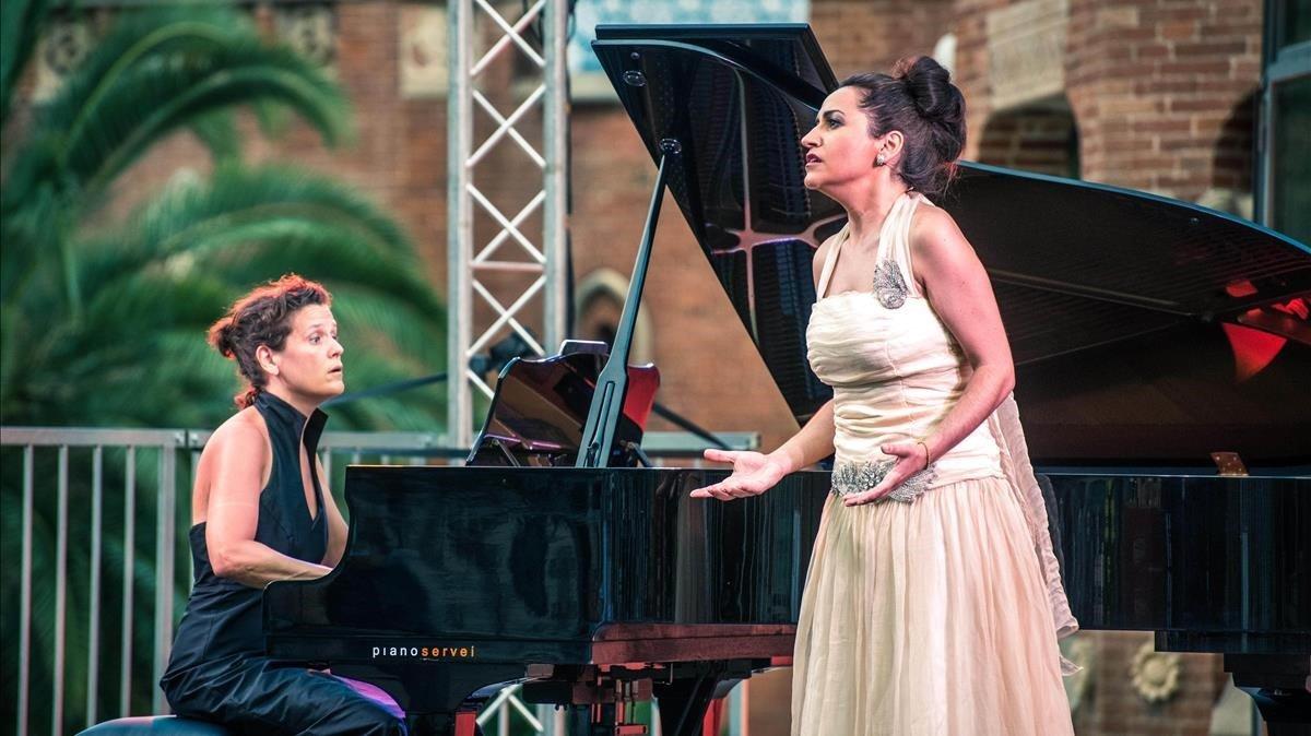 La mezzo Anna Alàs y la pianista Anna Crexells, el lunes durante el recital.