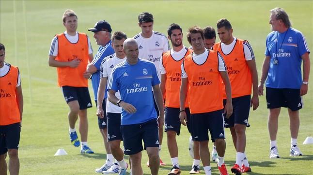 Zidane, en un entrenamiento con el primer equipo del Madrid.
